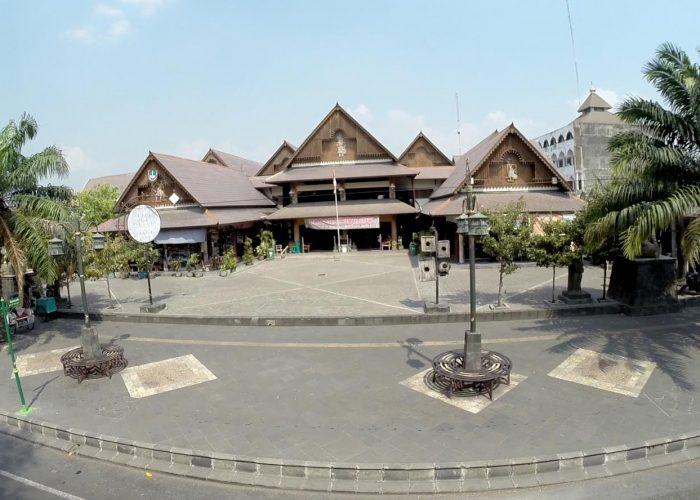 Pasar-Triwindu-Solo