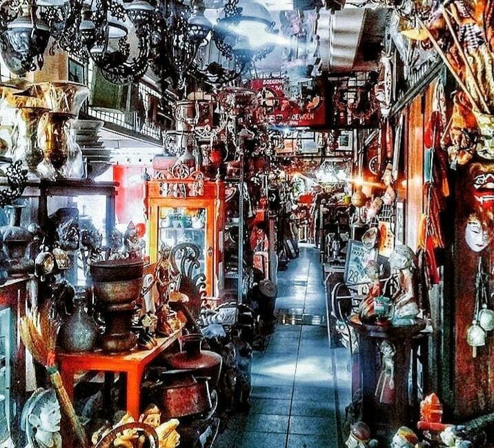 Tempat Wisata Pasar Antik Triwindu di Solo