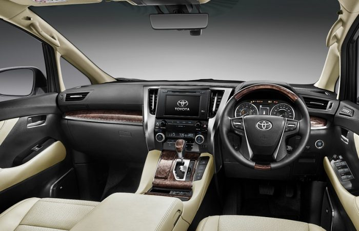 Sewa Mobil Toyota Alphard - Intirior