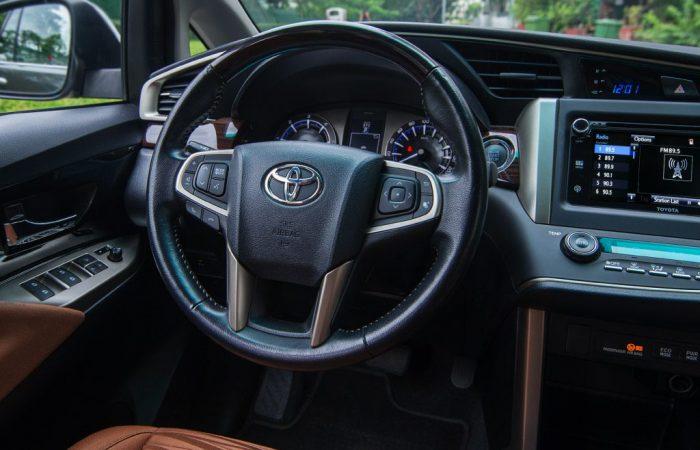 Sewa Mobil Toyota Innova Reborn di Yogyakarta - Dasboard