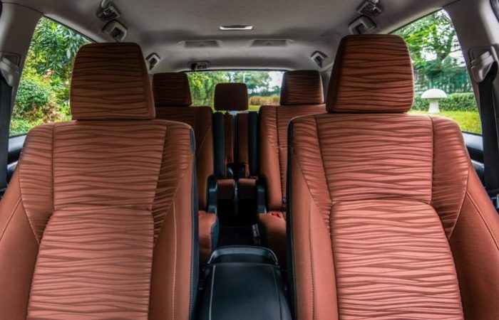 Sewa Mobil Toyota Innova Reborn di Yogyakarta - Intirior