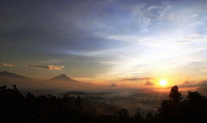 Sunrise di Candi Borobudur di Punthuk Situmbu