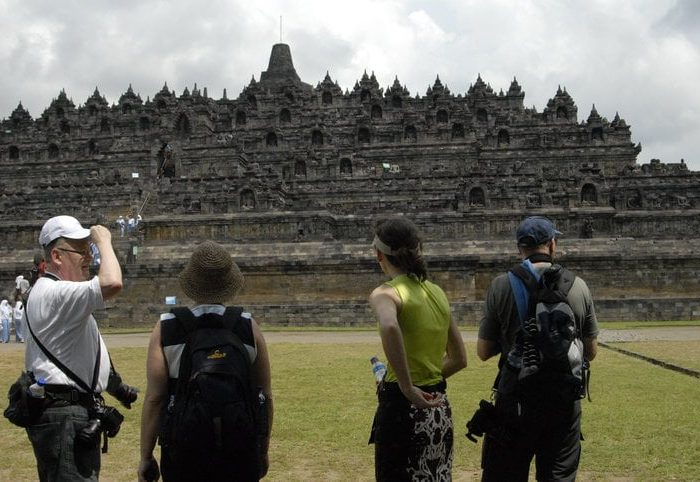 Sehari ke Borobudur Tour dengan Sewa Mobil dan Sopir