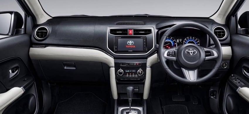 intirior Toyota Rush